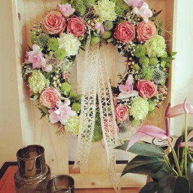 rozenkrans in houten kader