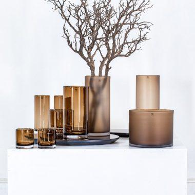 bruine cilinder vormige vaas van maison pederrey